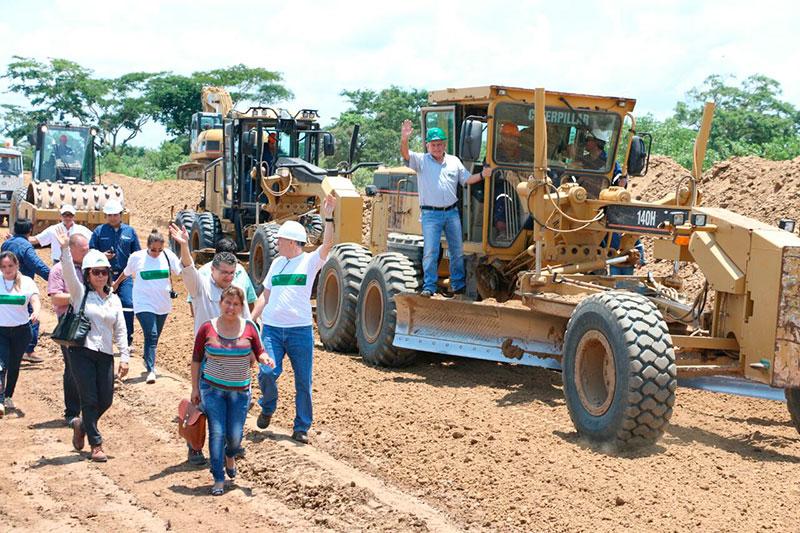Santa Cruz comenzó la construcción del tramo carretero San Pedro – La Planchada – La Balanza